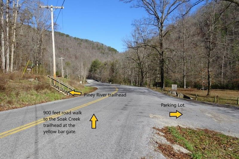 Approach to the Soak Creek and Piney River trailheads on Shut In Gap Rd.