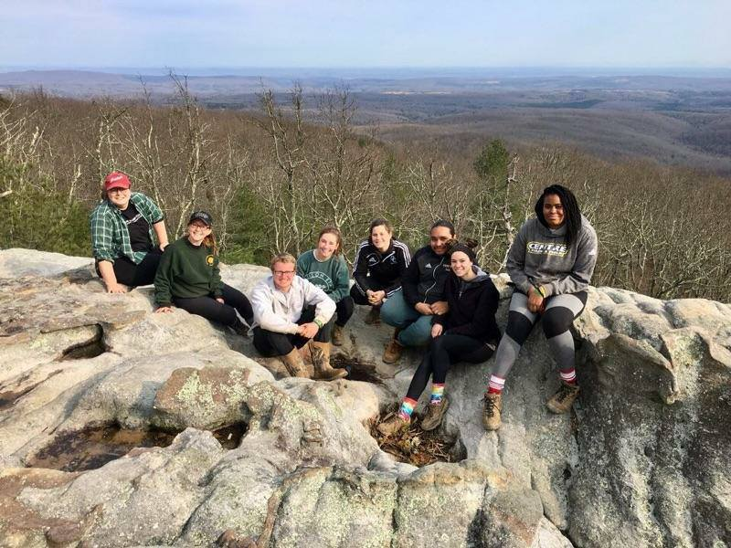 Centre College students on the rock ledge at Black Mountain on the Cumberland Trail. ASB 2018. (Wilson)