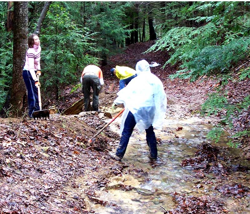 Florida-State-students-work-in-the-rain-to-fix-a-stream-wash-out-along-the-trail